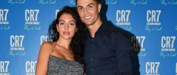 El futbolista cumple 35 años y su novia lo celebró en grande.