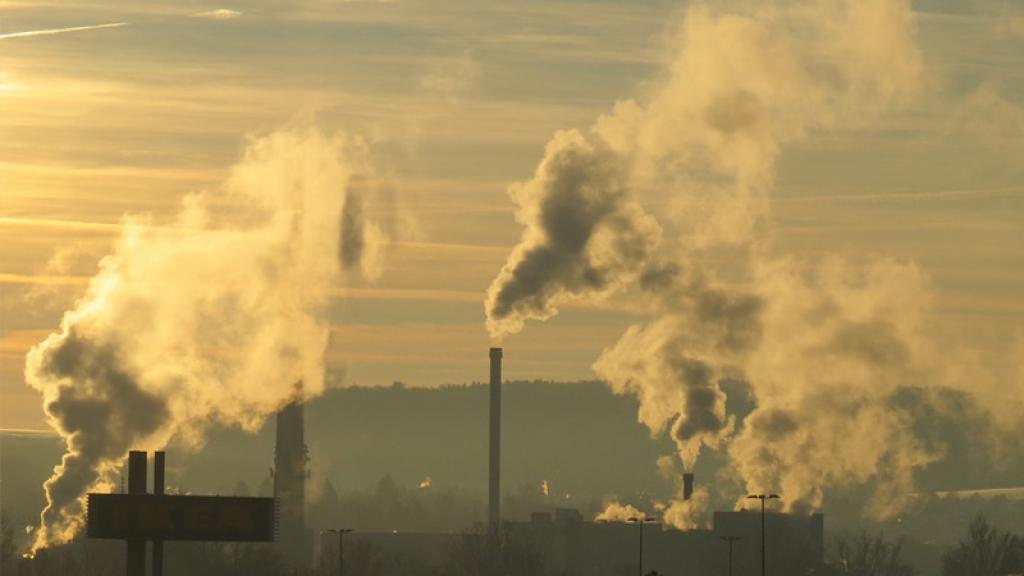 Cubrebocas de tela no sirven ante la contaminación