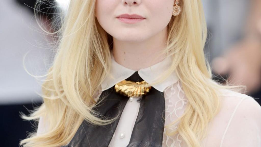 Famosa actriz se desmaya en Cannes por llevar mega apretado vestido
