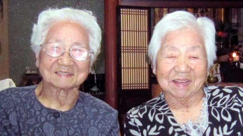 Gemelas Japonesas de 107 años rompen récord guinness, son las más longevas del mundo